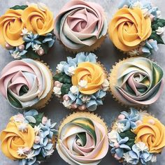 Give mother a dozen of what she actually needs, cupcakes! Bouquet Impressed Cupcakes are the last word deal with. Now, get to baking!⠀ 👉Get extra Cupcake recipe… Flower Cupcakes, Wedding Cupcakes, Rose Cupcake, Strawberry Cupcakes, Easter Cupcakes, Christmas Cupcakes, Birthday Cupcakes, Party Wedding, Cupcake Piping