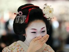 Most Japanese people have a smile that lights up a room. Sadly, many women have learned to cover their smile as a westerner might cover a cough or a sneeze. That's why my heart skips a beat when a Japanese woman gives a big smile! - 凄い - すごい - sugoi! - Wonderful! Amazing!  =)