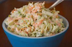 Salade Coleslaw au thermomix. Un grand classique américain que l'on sert là-bas avec le barbecue, une recette simple et facile à réaliser au thermomix.