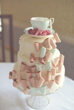 Vintage bows cake