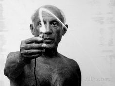 Pablo Picasso Using Flashlight to Begin Making Light Drawing in the Air Premium-Fotodruck