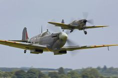 Spifire duo - Duxford Flying Legends Airshow 2008 (beautiful Flickr set)