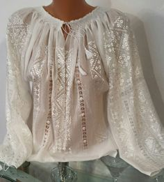 Ie - Romanian Blouse - Souvenir Shop Romania Western Outfits Women, Fairy Clothes, Blouse Outfit, Folk Costume, Couture Dresses, Vintage Lace, Fashion History, Chic Outfits, Hijab Fashion