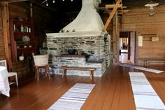 Riuttalan Talonpoikaismuseo - museum's rustic peasant atmosphere has remained intact and it's distinctive architecture provide a great Finnish attraction. Finland, Farmhouse, Museum, Rustic, Architecture, Home Decor, Country Primitive, Arquitetura, Decoration Home
