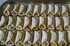 fino prhko tijesto sa krem sirom i fil sa orasima :))))) Czech Recipes, Croatian Recipes, Ethnic Recipes, Bread Dough Recipe, Kolaci I Torte, Small Desserts, Le Chef, Desert Recipes, Caramel Apples