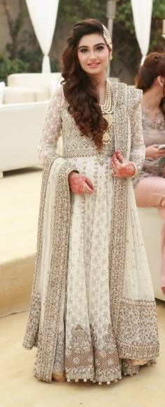 20 Indian Wedding Reception Outfit Ideas for the Bride Pakistani Couture, Pakistani Wedding Dresses, Pakistani Outfits, Indian Dresses, Indian Outfits, Eastern Dresses, Bridal Outfits, Indian Bridal, Beauty