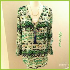 $10 SALE Abstract Print Tunic top Modern and classic abstract print tunic top size Medium from Mossimo 100% polyester. High-low hem tab sleeves henley style buttons on popover style. 31 inches from shoulder to hem in the back. Perfect with leggings Mossimo Supply Co. Tops Tunics