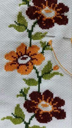 Cross Stitch Pillow, Cross Stitch Borders, Cross Stitch Art, Cross Stitch Flowers, Cross Stitch Designs, Cross Stitching, Cross Stitch Embroidery, Hand Embroidery, Cross Stitch Patterns