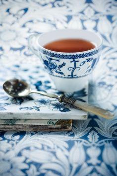 tea time with the good silver and tea set. Blue And White China, Blue China, Coffee Time, Tea Time, Coffee Cup, Espresso Coffee, Café Chocolate, Cuppa Tea, Tea Art