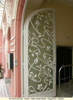 Flower - Hotel Arcotel Moser - Klagenfurt , Austria_l