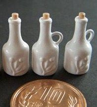 Miniature Dollhouse Bottle Tutorial: Looks kinds hard, but will give it a try.