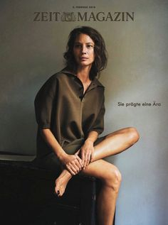 Supermodel Christy Turlington looks minimal on the February 2018 cover of Zeit Magazine. Photographed by Pamela Hanson, the brunette beauty wears an… Pamela Hanson, Christy Turlington, Lifestyle Photography, Fashion Photography, Glamour Photography, Editorial Photography, Marathon, Magazin Covers, Brunette Beauty