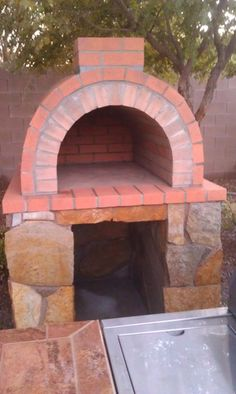 BrickWood Ovens - Woods Family Wood Fired Brick Pizza Oven How-To Build a Wood Fired (Pizza) Oven Clay Pizza Oven, Stone Pizza Oven, Build A Pizza Oven, Pizza Oven Kits, Pizza Oven Outdoor, Pizza Ovens, Pizza Pizza, Pizza Oven Fireplace, Bricks Pizza