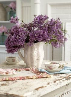Lilacs / White stoneware pitcher, at tea time.