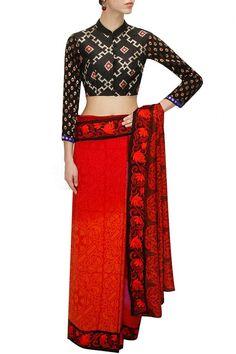 Black Printed Collar Neck Saree Blouse From #Designer Niki Mahajan.. #Black #CollarNeck #NikiMahajan