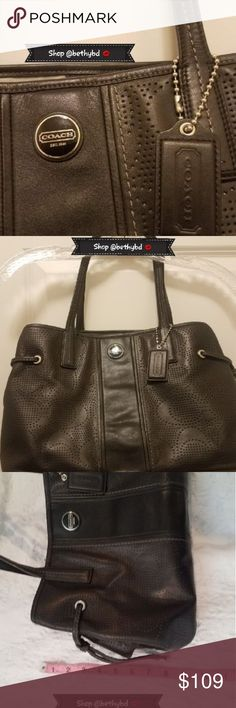 🆕️🛍🖤💋Classic Black Coach Handbag (EUC)🖤💋 📯💖Barely used black coach handbag  💜Suitable for any season  💜🖤Perfect condition carried just a few times (EUC) Coach Bags Totes