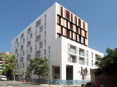Gallery of 154 Rental Social Housing And Public Building For The Barcelona Municipal Housing / ONL Arquitectura - 6