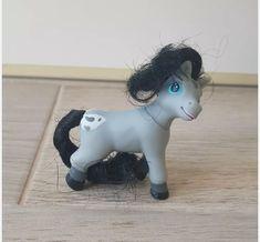 Grey blanket spotted magazine pony