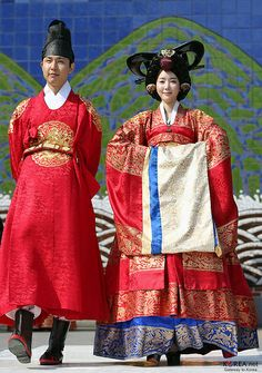 Hanbok Parade, Insadong, Seoul, 2014. How fun would it be to cosplay as queen for a day, standing next to the king! LOL. Sweet!  -Lily