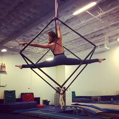 Aerial cube straddle