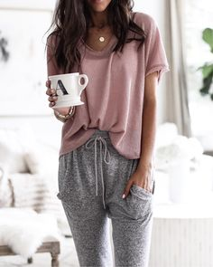 pink blouse and gray drawstring bottoms. # lazy day Outfits Perfect Fall Outfits To Inspire Yourself Cute Lounge Outfits, Cute Lazy Outfits, Comfortable Outfits, Casual Outfits, Cute Outfits With Sweatpants, Fashion Sweatpants, Gray Outfits, Comfortable Fashion, Loungewear Outfits