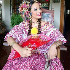Hermosa Pollera Lucio nuestra amiga Karen Peralta para el Desfile de Las Mil Polleras.  @karenp - azuerenses