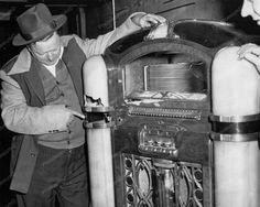 Wurlitzer Jukebox Model 800 Broken Cabinet 1940s 8x10 Reprint Of Old Photo