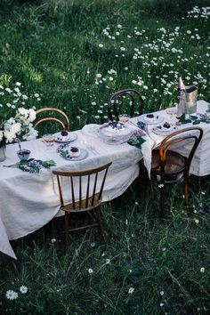 my scandinavian home: 5 Ways to Celebrate Midsummer Like a Swede World Of Interiors, Outdoor Dining, Outdoor Tables, Outdoor Decor, Picnic Tables, Outdoor Seating, Mesa Exterior, Scandinavian Home, Decoration Table
