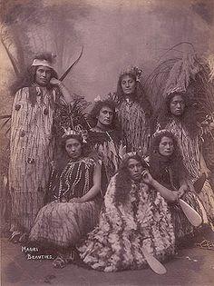Once Were Warriors, Polynesian People, Fantasy Book Series, Maori People, Maori Designs, Maori Art, Kiwiana, Cloaks, Traditional Fashion