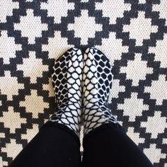 pallosukat Socks And Heels, My Socks, Knit Mittens, Knitting Socks, Knit Socks, Marimekko Fabric, Pattern Pictures, Knitting Projects, Knitting Ideas
