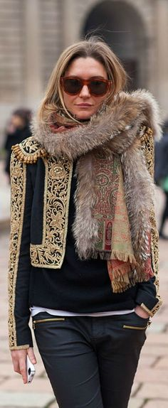 ...I would wear this. How cool it looks some ethnic stuff with ecologic leather pants :)