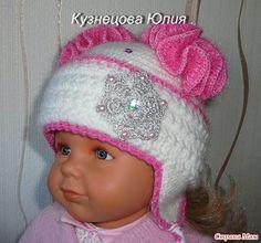 Зимняя шапочка с искрящимися вязаными помпонами