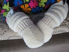 Best Baby Socks, Knit Mittens, Baby Knitting Patterns, Knitting Ideas, Diy Crochet, Crafts To Do, Baby Hats, Macrame, Gloves