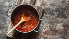 Tired of traditional pasta sauce? Then try this Spicy Red Pepper Pasta Sauce that will knock your workout socks off. Instead of tomatoes, this sauce uses r Easy Pasta Sauce, Spaghetti Sauce, Make Your Own Pasta, Paleo Sauces, Classic Italian Dishes, How To Peel Tomatoes, Homemade Tomato Sauce, Homemade Pasta, Homemade Marinara
