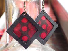 Losanges en cuir et satin rouge et noir. Création unique by LoCa