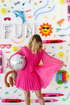 DIY Dollar Store Photo Booth Backdrop | Oh Happy Day!