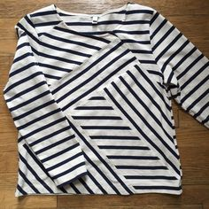 HP J. Crew Boxy Sweatshirt-blue and khaki Very cute J. Crew boxy sweatshirt. Perfect condition. Blue and khaki. Very cute with tights, boyfriend jeans or navy blue shorts!❌ No trades and all offers through offer or bundle button. J. Crew Tops Sweatshirts & Hoodies