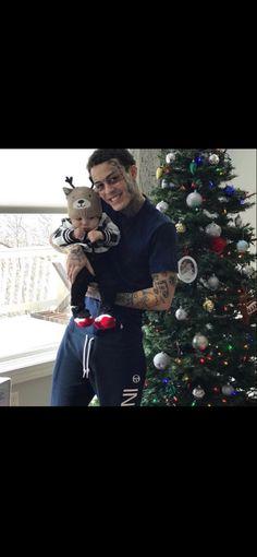 On christmas ❤️ Lil Skies, Jr, Singers, Christmas Sweaters, Daddy, Wallpaper, Christmas Jumper Dress, Wallpapers, Singer