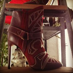 Uuuugh... these boots are haunting me.  I see them everywhereeee!!!