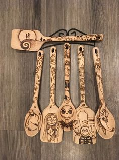 Resin Crafts Discover nightmare before christmas kitchen spoons Wood Burning Crafts, Wood Burning Patterns, Wood Burning Art, Fall Halloween, Halloween Crafts, Halloween Decorations, Christmas Crafts, Halloween Prop, Halloween Witches