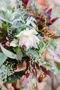 Ruffled – photo by http://www.jennasaintmartin.com/ – http://ruffledblog.com/driftwood-wedding-inspiration/