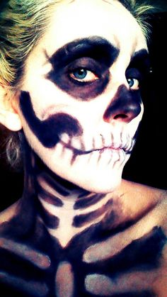 Halloween Makeup: Skull