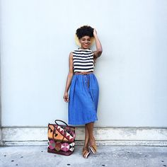 There's no surprise that there are increasing numbers of black beauty and fashion bloggers embracing their natural hair, but with the natural hair movement only recently making a resurgence t… Just Style, Style And Grace, Cool Style, Chic Outfits, Fashion Outfits, Style Snaps, Fashion Lookbook, Minimalist Fashion, Natural Hair Styles