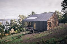 Built by Francis Pfenniger in Castro, Chile with date Images by Carlos Hevia . THE PLACE In Rilan Peninsula, facing the Castro canal, the site captivates with its views (near and far) and a varie. Wood Architecture, Contemporary Architecture, Architecture Details, Timber Roof, Timber Cladding, Alpine Modern, Tiny House, Off Grid House, Steel Barns