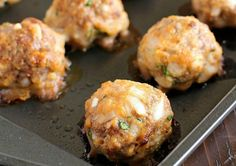 Baked Meatballs that are some of the best ever meatballs in the history of all meatballs! Such a simple and easy meatball recipe. Very tender and flavorful! Perfect to add to spaghetti sauce or any other recipe that requires basic meatballs! Easy Baked Meatballs, Healthy Meatballs, Best Meatballs, Easy Homemade Meatballs, Meatballs In Oven, Ground Beef Meatballs, Italian Meatballs, Meatball Bake, Recipes