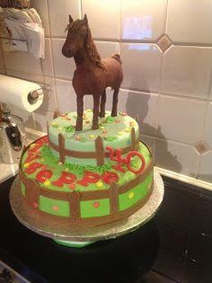 Torta in pasta di zucchero con cavallo