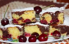 Višňová bublanina s kousky čokolády | NejRecept.cz Czech Desserts, Relleno, Tiramisu, Nutella, French Toast, Cereal, Cheesecake, Food And Drink, Baking