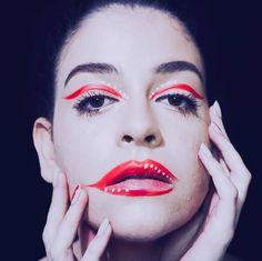 Today's spotlight color. Red. 💃👄 #makeuplover #claudiaosoriomakeup #redmakeup #redeyeliner #colorfulmakeup