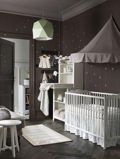 Une déco de chambre lunaire pour bébé.