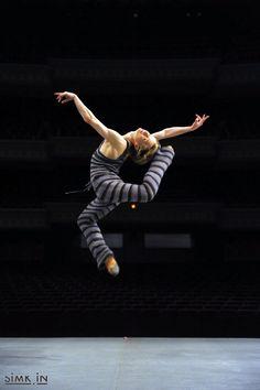 Ballet Dance Jump Leap   Daniil Simkin  Taipei 2009  Copyright by Eduardo Patino  http://simk.in